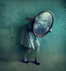 Attraversando lo specchio teatro condiviso bologna - Alice e lo specchio ...